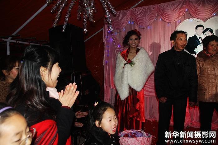武镇农村的一个聋哑女孩,获得过台北聋人奥运 扬州无声女飞人喜披